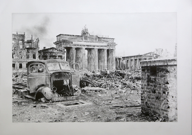 Brandenburger Tor, 2015, Coal, graphite on paper, 145 x 174 cm